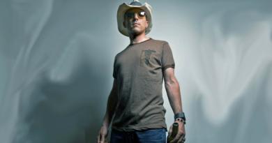 rock star maynardjames keenan reinvents himself again
